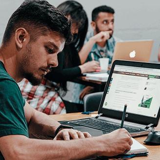 Alunos do curso de UX UI Design da Escola Casa Blumenau
